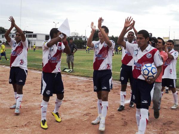 ACADE..ACADE. Deportivo Municipal hacía una nueva presentación ante su público. Otro marco impresionante se impuso en el estadio de la UNI. (Foto: Aldo Ramírez / DeChalaca.com)