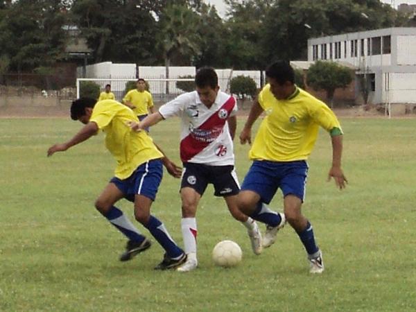 EL HOMBRE GOL. Carlos Ramos volvió a aparecer como goleador del conjunto edil. El atacante anotó dos de los ocho goles anotados por Deportivo Municipal. (Foto: Aldo Ramírez / DeChalaca.com)
