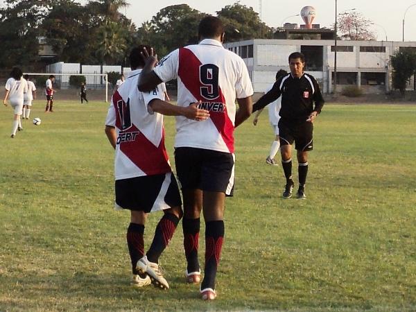 SE ACERCA EL DESENLACE. La 'Academia' ganó por 17-0 a Real Brazinau y quedó lista para jugar el esperado partido ante Estudiantil Ascope (Foto: Aldo Ramírez / DeChalaca.com)