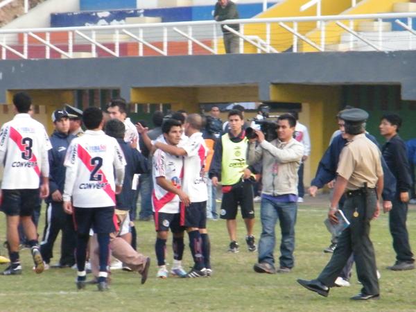 EL FIN DE TODO. Deportivo Municipal derrotaba de DIM y se despedía de la mejor manera del Interligas 2011. (Foto: Wagner Quiroz / DeChalaca.com)