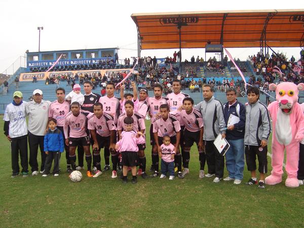 MAREA ROSADA. Pacifico se presentaba como local en un nuevo partido ante Deportivo Municipal. El elenco rosado iba con su mejor equipo.(Foto: Paul Arrese / DeChalaca.com)