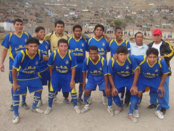 PRECURSORES FC. SUbcampeón de la Liga Distrital de Villa María del Triunfo. (Foto: Villa en color)