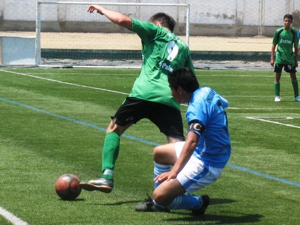 NO SE PUEDE. CD Casta no pudo levantarse en esta jornada y acumula tres partidos con tres derrotas. Nada por hacer. (Foto: José Salcedo / DeChalaca.com)