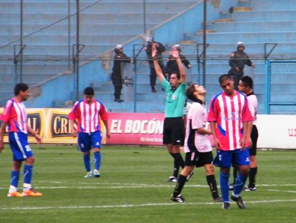 SABOR A NADA. Ambos se llevaron un empate amargo. Se espera mejor producción en el partido de vuelta. (Foto: Wagner Quiroz / DeChalaca.com)