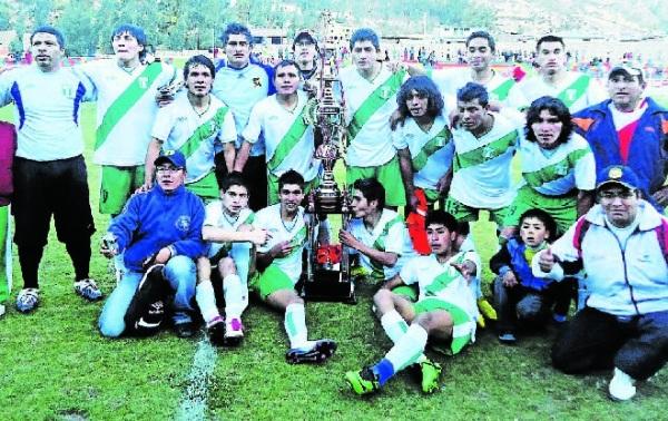DEPORTIVO MUNICIPAL DE PAUCARÁ. Campeón Departamental de Huancavelica (Foto: diario Correo de Huancavelica)
