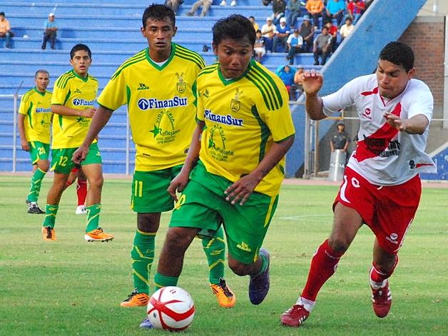 LA CANCHA. La novicia de Deportivo Credicoop influyó en el ambiente que presentó el Jorge Basadre. Puno -y sus residentes en Tacna- se impusieron en ese aspecto. (Foto: Radio Uno de Tacna)