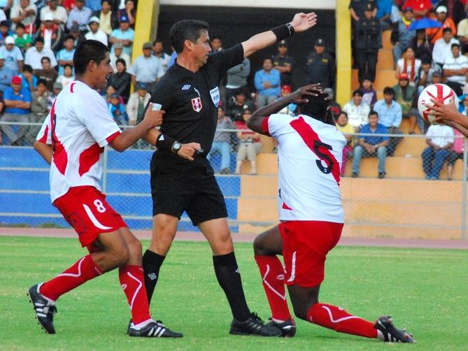 KAZUKI ITO. Henry Gambetta tuvo un regular desempeño, esto debido al juego fluido que se observó en el Jorge Basadre. (Foto: Radio Uno de Tacna)