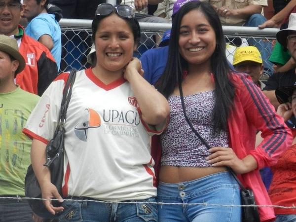 Nuevamente, el lente de DeChalaca.com incentivando a ellos, y ellas. (Foto: Aldo Ramírez / DeChalaca.com, enviado especial a Cajamarca)