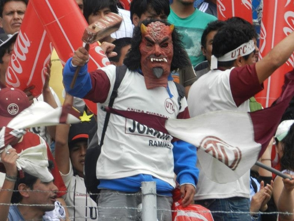 Los rostros de la pasión dicen algunos. Al final, él y muchos hinchas de UTC pusieron buena cara. (Foto: Aldo Ramírez / DeChalaca.com, enviado especial a Cajamarca)