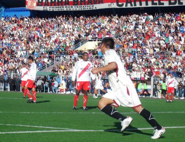 Jhuosephz Padilla celebra su gol agónico en la valla de Alfonso Ugarte, que aseguró el triunfo de UTC por 2-0 en la final de la Copa Perú 2012. (Foto: Aldo Ramírez / DeChalaca.com)