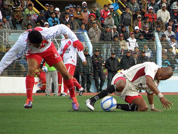 Todos los problemas suscitados en el tramo final de la última Copa Perú quedaron de lado con la intensa final que disputaron UTC y Alfonso Ugarte (Foto: Iván Carpio  / DeChalaca.com)