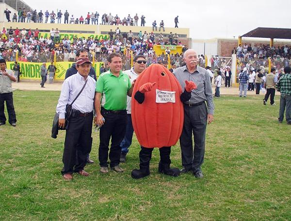 La mascota de San Alejandro durante la Copa Perú 2012 cuando el equipo de Irazola alcanzó la Etapa Nacional (Foto: Facebook)