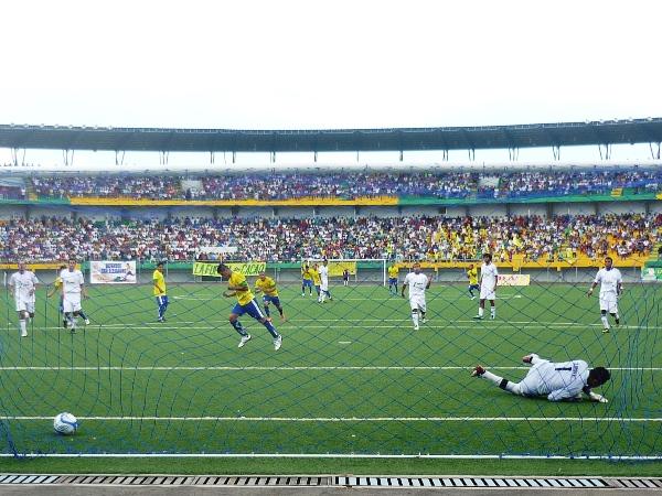 Franco Melgar anota el segundo gol de San Alejandro en su goleada 3-0 sobre Walter Ormeño por la Copa Perú 2012. (Foto: Davidson Arce / DeChalaca.com)