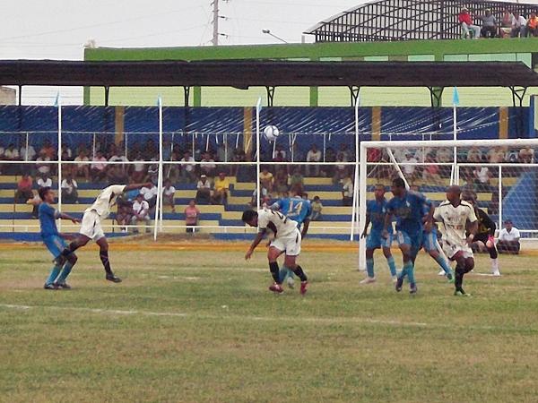 Un equipo con mayor jerarquía como UTC, pareció que no tendría problemas para manejar el partido a su antojo. Sin embargo, el panorama fue otro. (Foto: diario La Prensa de Tumbes)