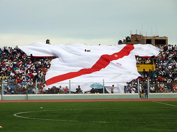 LA CANCHA. El Coloso de Piedra se llenó. La Copa Perú siempre nos muestra estas postales. (Foto: Puno Deportes)