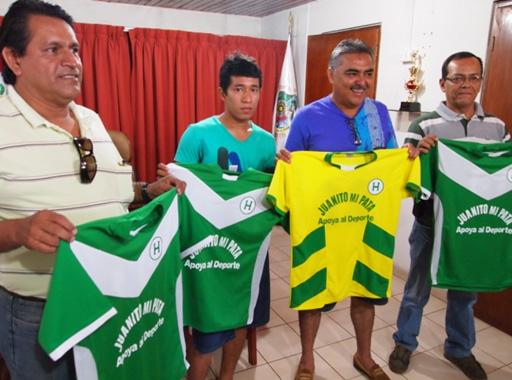 Con el aporte del alcalde de Punchana, Juan Cardama, Hungaritos Agustinos tiene todo preparado para regresar a la actividad futbolistica en 2013 (Foto: diario La Región de Iquitos)