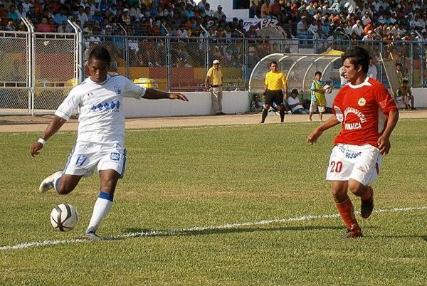 Willy Serrato y un color que así nomás no emplea: el blanco de su uniforma alterno (Foto: diario La Industria de Chiclayo)