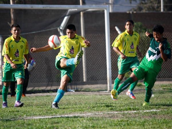 PARADA COMPLICADA. Unión Juventud visitó Casma y protagonizó un duelo reñido frente al local DELUSA. (Foto: Diario de Chimbote)