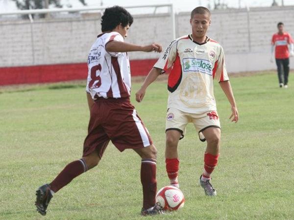 CHAPA DE CAMPEÓN. Martín Dall'Orso se consagró campeón de la Copa Perú con Unión Comercio en 2010, y ahora quiere repetir el plato. (Foto: Prensa Juventud Bellavista)