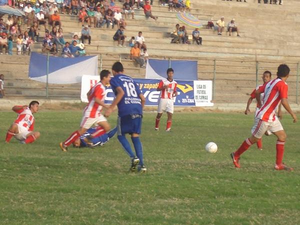Garra Comeña vs. Atlético Perú (Foto: Aldo Ramírez / DeChalaca.com)