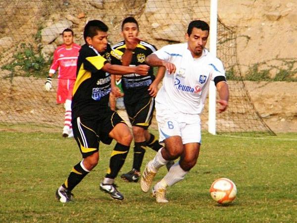 ZEVA SABE. Marcelino Zevallos impuso su presencia en el medio sector, básicamente controlado. (Foto: Wagner Quiroz / DeChalaca.com)
