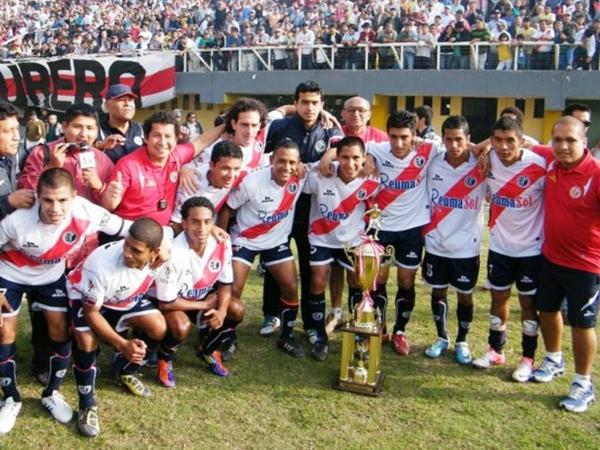 ELLOS SON. En pleno 77º aniversario, este es el campeón provincial de Lima: Deportivo Municipal. (Foto: Wagner Quiroz / DeChalaca.com)
