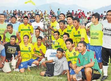 Alipio Ponce se coronó campeón de Junín y acabó con una espera de 25 años para tal logro. (Foto: diario Correo de Huancayo)