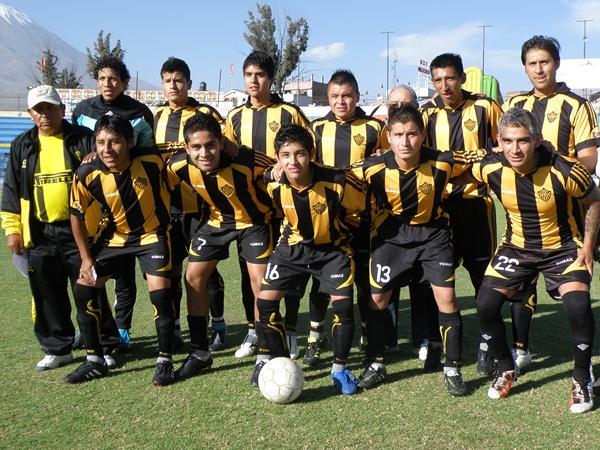 MODELO 2012. Este es el equipo con el que Aurora, a pesar de sus problemas, intenta avanzar en la Copa Perú. Por lo pronto, ya está en segunda fase de la Departamental. (Foto: Iván Carpio / DeChalaca.com)