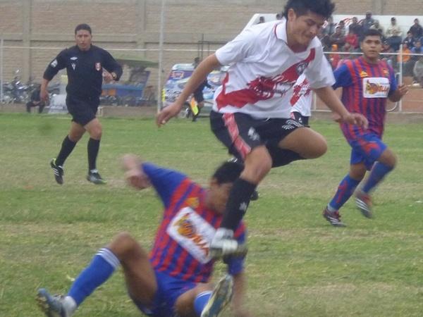 LE HIZO EL PARE. Social Deportivo Camaná truncó su sueño de seguir avanzando en la Copa Perú, al encontrarse en el camino al difícil Sport José Granda. (Foto: Emerson Valdivia)