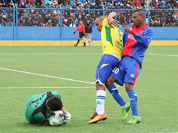 Pese a la potencia (que tuvo frutos) de Carlos Molina, la presencia de Wilbert Cerrón fue determinante, sobre todo en la ronda de penales. (Foto: Kozac Meza / DeChalaca.com)