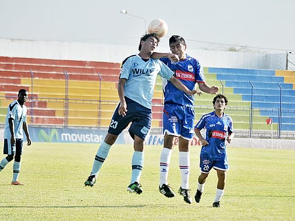 Después de la gran lucha de la ida, Serrato pasó a Mannucci por encima en la vuelta jugada en 2013 en Olmos. (Foto: diario La Industria de Trujillo)