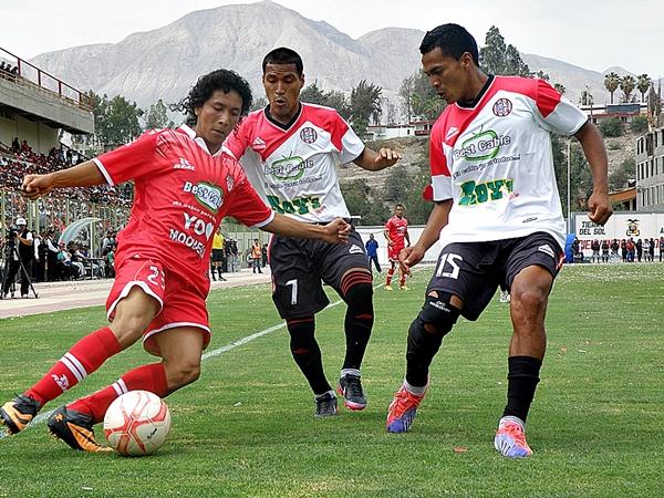 Sorprendió en San Simón la presencia de Julio César Ruiz, asimismo la de Johnny Reyes en Huaral. Ambos tuvieron un regular desempeño. (Foto: Iván Carpio / DeChalaca.com)