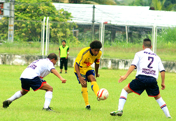 Alipio Ponce tuvo un buen inicio en la Etapa Nacional pese a los apuros que pasó para superar a Municipal de Santillana (Foto: Luis Chacón / DeChalaca.com)