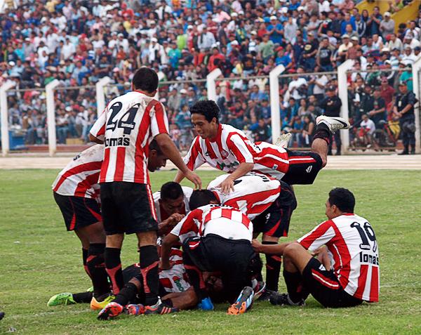 Huaral selló su triunfo sobre el final del partido con el tanto de Johnny Reyes, gol que le da mayor margen para la vuelta en Iquitos (Foto: Leonardo Becerra / DeChalaca.com)