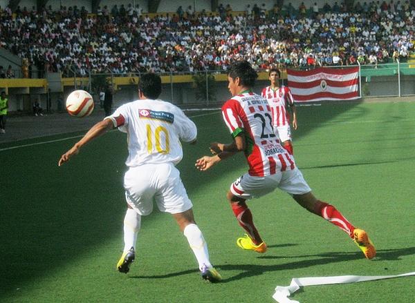 José Yances, él único del cuadro paramonguino con pasado en Primera, fue neutralizado por el buen trabajo del Sport Loreto. (Foto: Davidson Arce / DeChalaca.com)