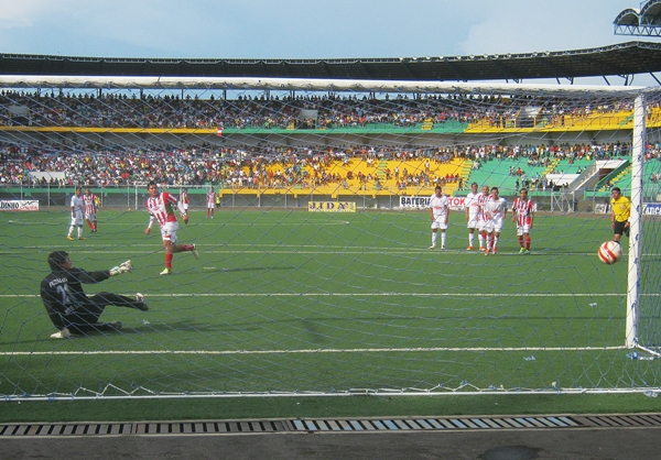 Diego Mayora logró marcar el tercero, en un momento donde la esperanza estaba del lado albo. (Foto: diario Ahora de Pucallpa)