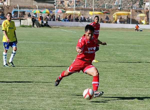 Jorge Rodríguez estuvo intratable para Alipio Ponce que sufrió con sus ataques y los dos goles que convirtió (Foto: Mihay Rojas / DeChalaca.com)
