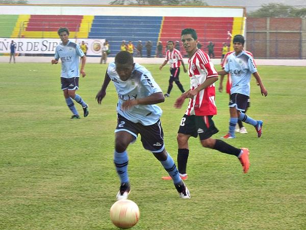 Willy Serrato debe ajustar el paso en sus trabajos ahora que se le abrió una posibilidad para sumarse al torneo de la Segunda (Foto: Mario Azabache / DeChalaca.com)