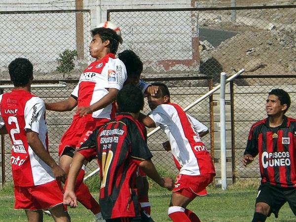 Pese a todo, Bolognesi de Tacna aún sigue en actividad luego que el equipo que se consideraba como el principal perdió la categoría en la Segunda División 2012 (Foto: Carlos Saavedra Albarracín)