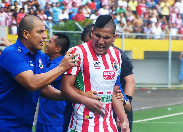 Sin lugar a dudas, Diego Mayora afronta su mejor temporada futbolística (Foto: Aldo Ramírez / DeChalaca.com)