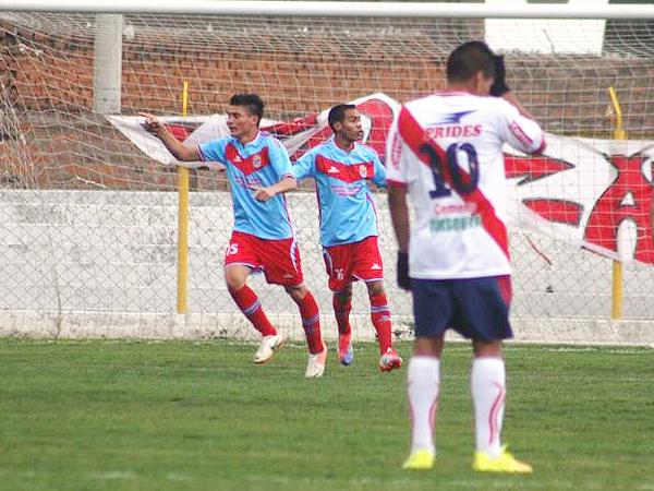 Player Villafuerte está dispuesto a cumplir lo requerido para ingresar a la Segunda División 2015 (Foto: diario Primicia de Huancayo)
