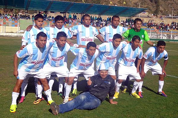 Racing FBC, con todas las similitudes de su homónimo argentino, es uno de los clubes más importantes en Huancavelica. Aún no logró capitalizar una gran campaña en la Copa Perú (Foto: Facebook)