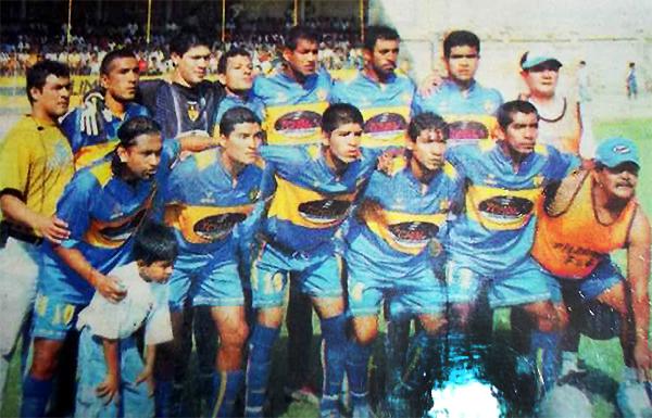 Olimpia en 2005, con Javier Atoche -primero de los parados a la izquierda- como entrenador. (Foto: Facebook)