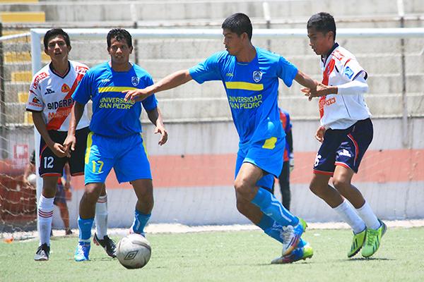 A la Escuela de Fútbol José Gálvez no le fue bien en la temporada 2015. Espera dar el golpe en 2016. (Foto: Diario de Chimbote)