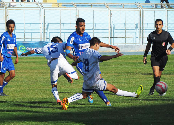 En una tarde plagada de penales, Hualgayoc logró empatar en Tacna. (Foto: César Condori / DeChalaca.com)