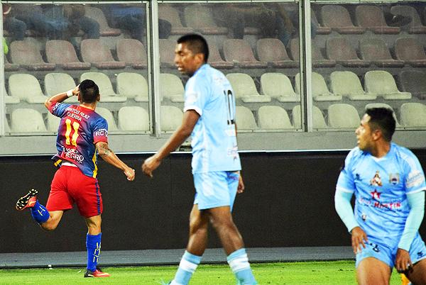 Roy Jáuregui celebró el único tanto del partido, ese que le dio a Racing los tres puntos sobre Binacional. (Foto: Raúl Chávarry / DeChalaca.com)