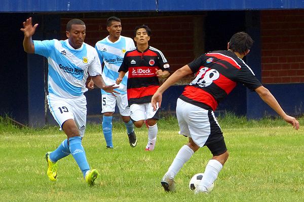 Estudiantes Argentina basa su camiseta en los colores de la selección albiceleste. (Foto: Roberto Castro / DeChalaca.com)