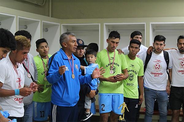 Luis 'Puchito' Flores tras la consagración con Escuela Municipal Binacional. (Foto: prensa Binacional)