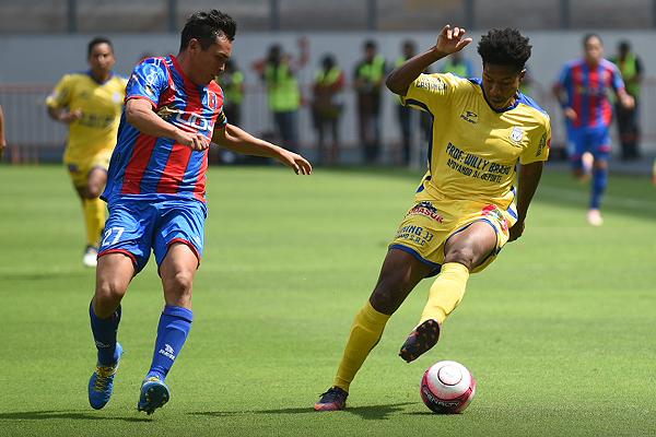 Saúl Reyes trabajó mejor fuera del área que adentro. (Foto: Álex Melgarejo / DeChalaca.com)
