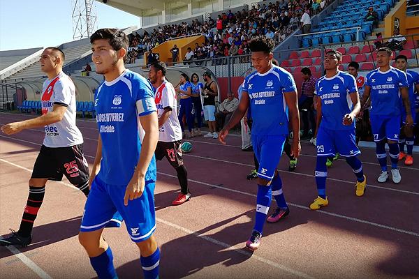 La salida de Santos FC y Unión Alfonso Ugarte salen a la cancha. Los nazqueños lograron el objetivo de pasar. (Foto: Brother's del Deporte)